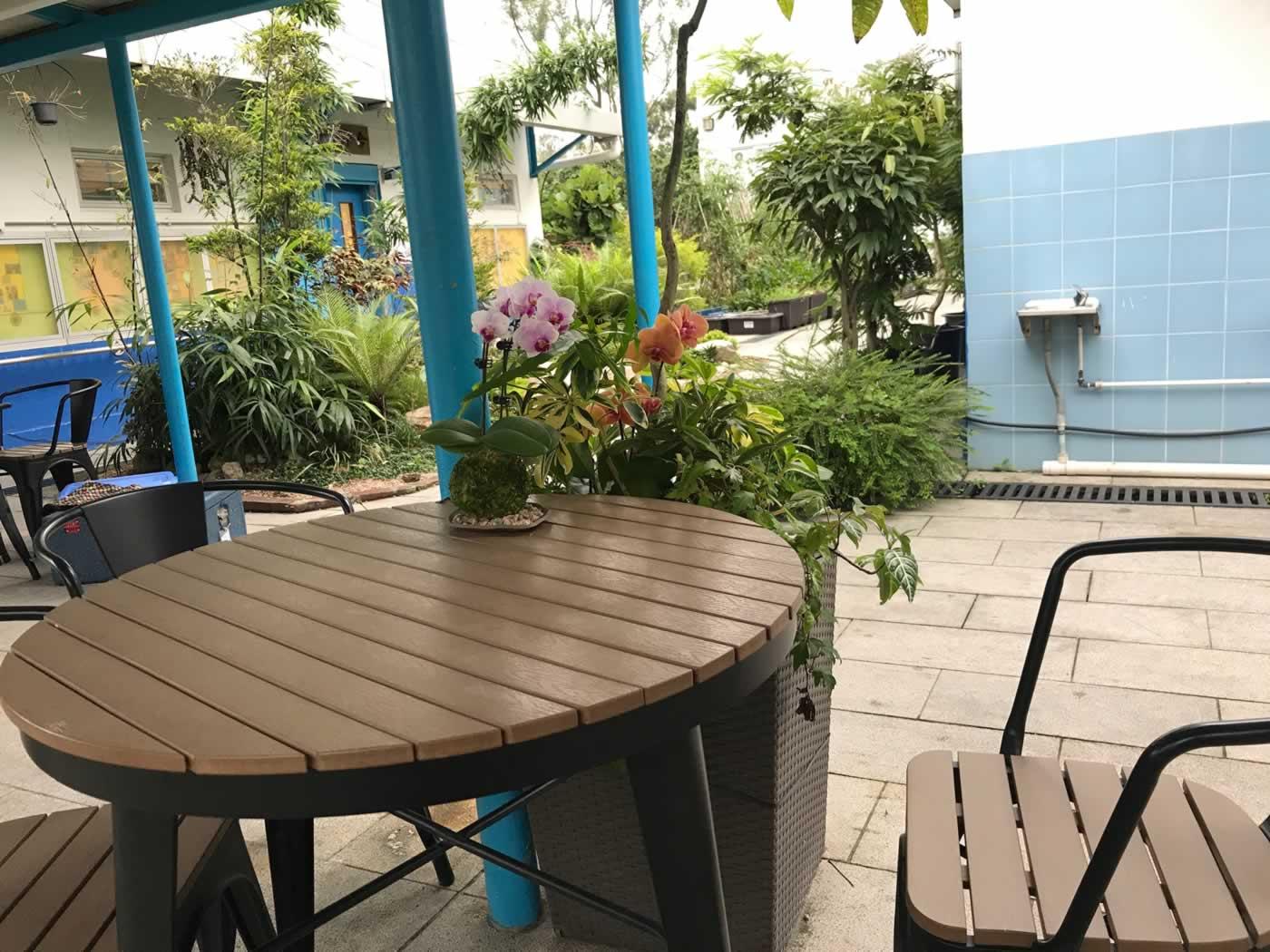 嶺英公立學校校內的休憩空間