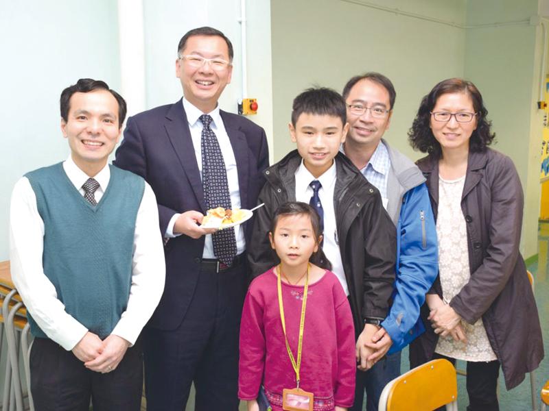 透過家長教師會聚餐及親子同樂日,聆聽家長心聲。