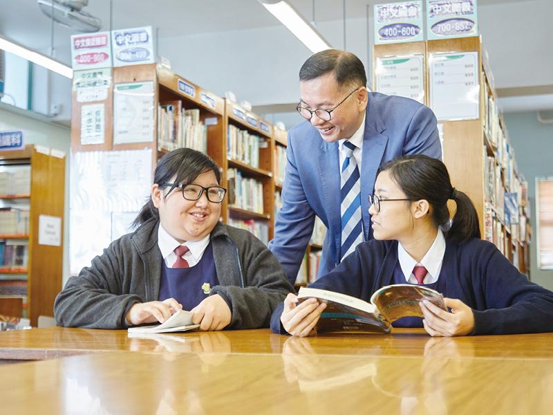 在互相關愛的氛圍下,同學樂意接受校長和老師的意見,提升自我。