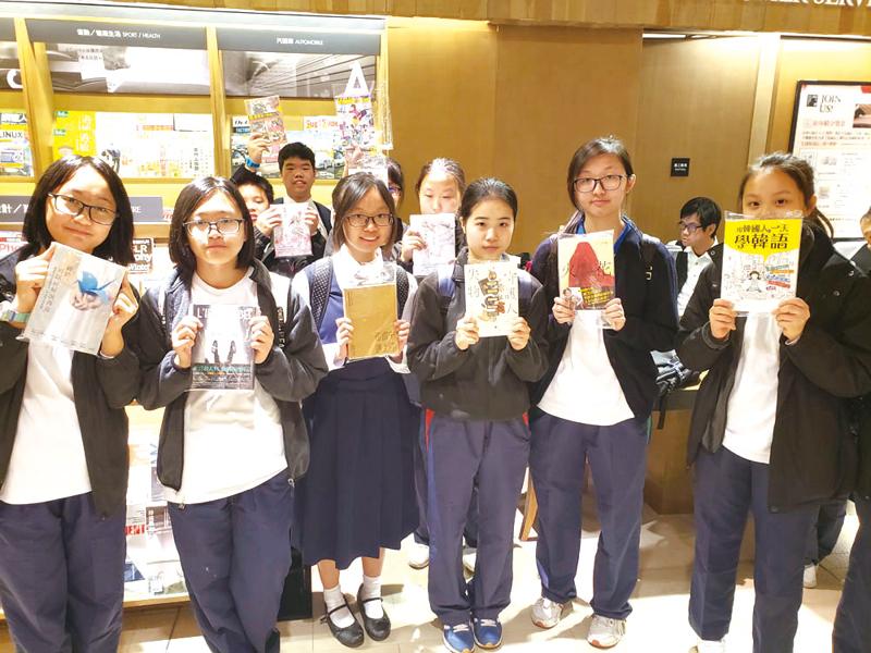 同學到誠品書店,感受閱讀氣氛。
