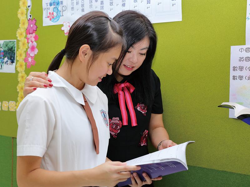 校方除了為學生精心設計不同極具特色的課程外,同時也注意品德培育。