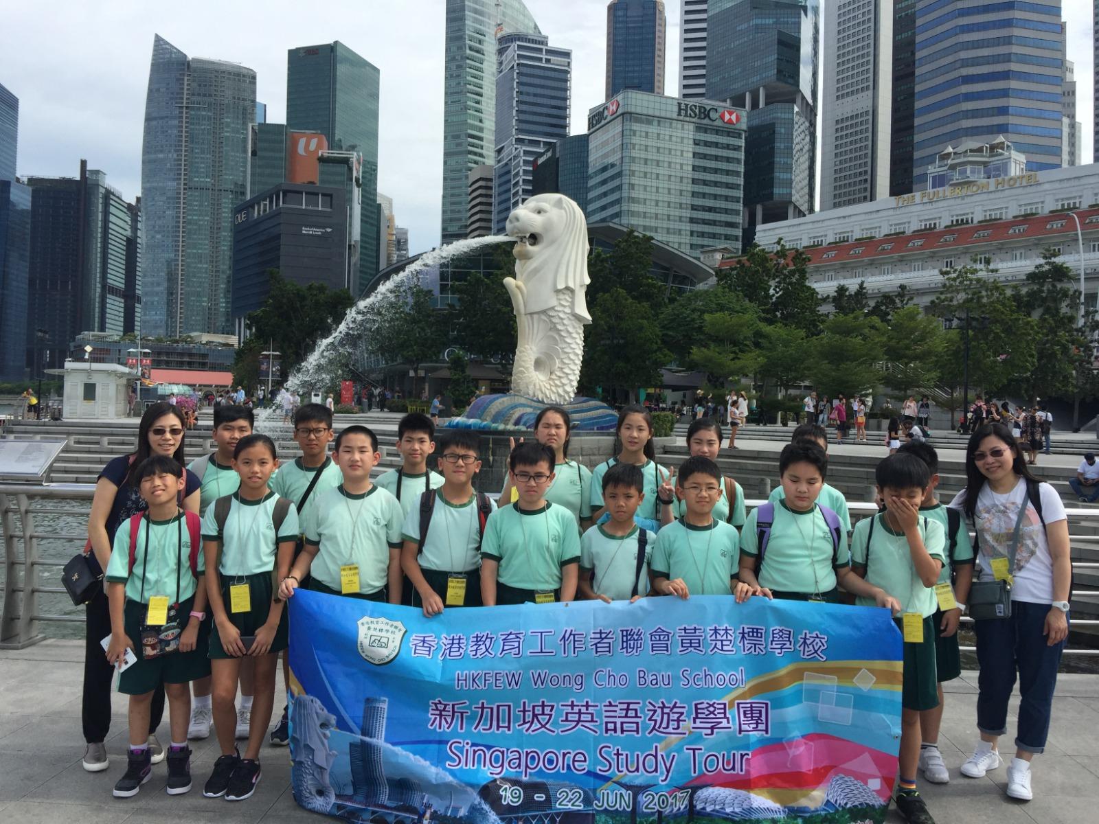 同學參加新加坡交流團,從中學習英語。