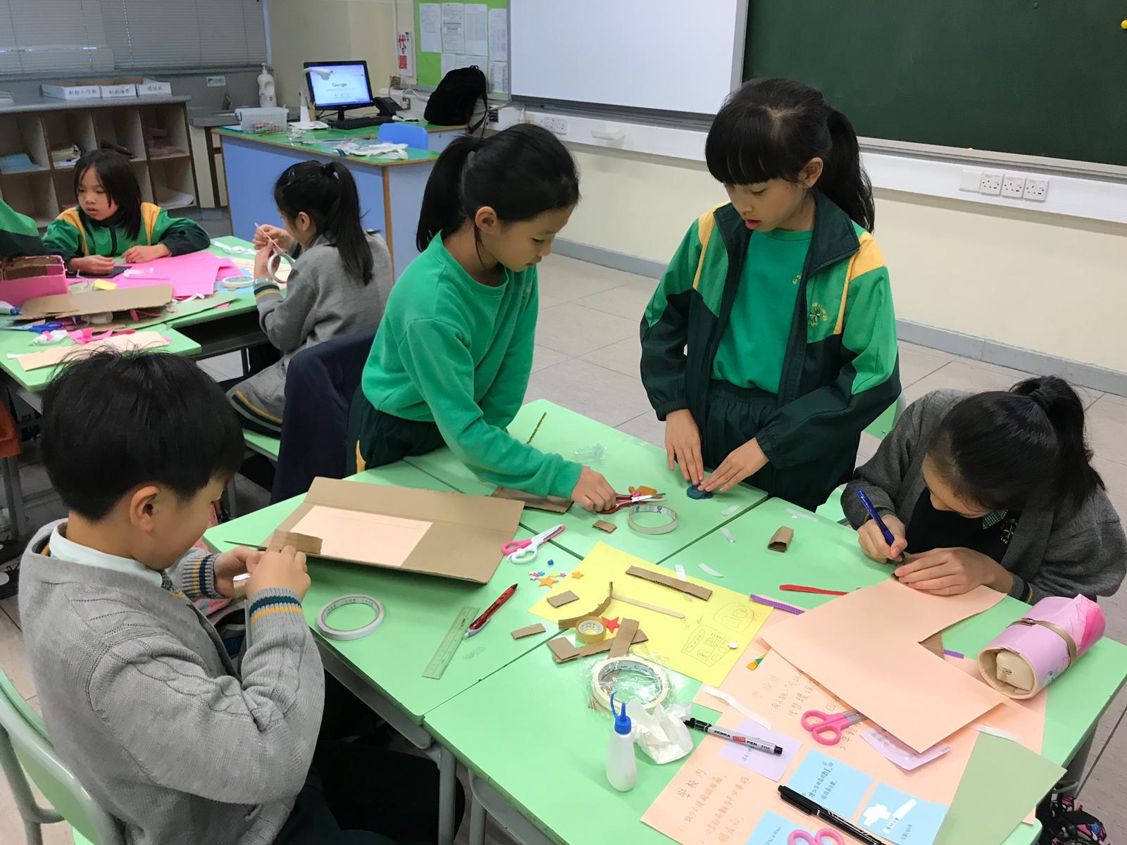 同學參與絕膠設計師課程。