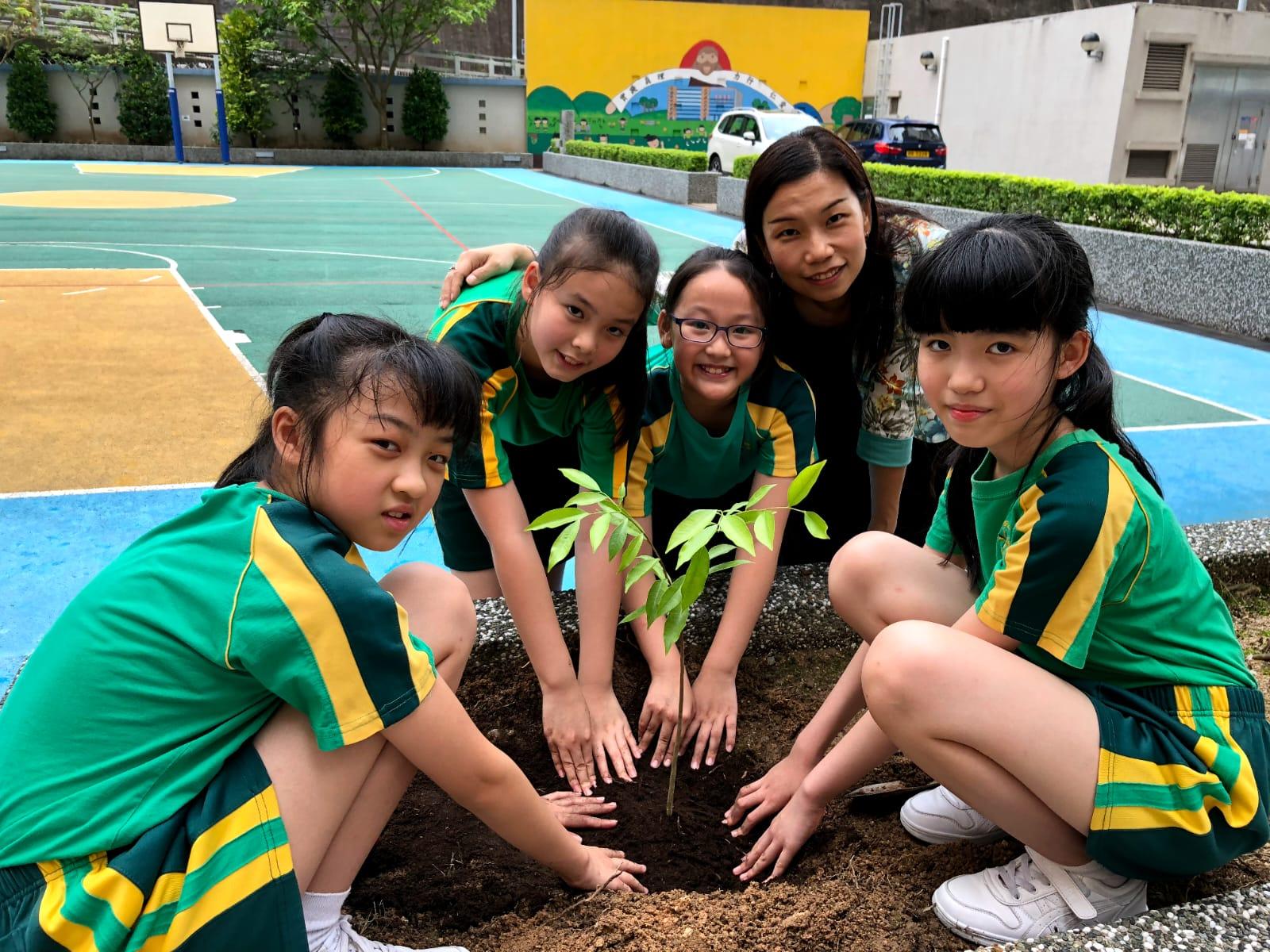 葉春燕校長透過活動教學,讓學生找到興趣和方向。