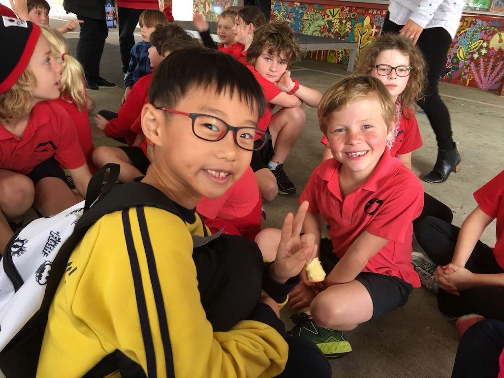 學校帶領學生到澳洲交流,於當地學校上課,住寄宿家庭,提升英語。