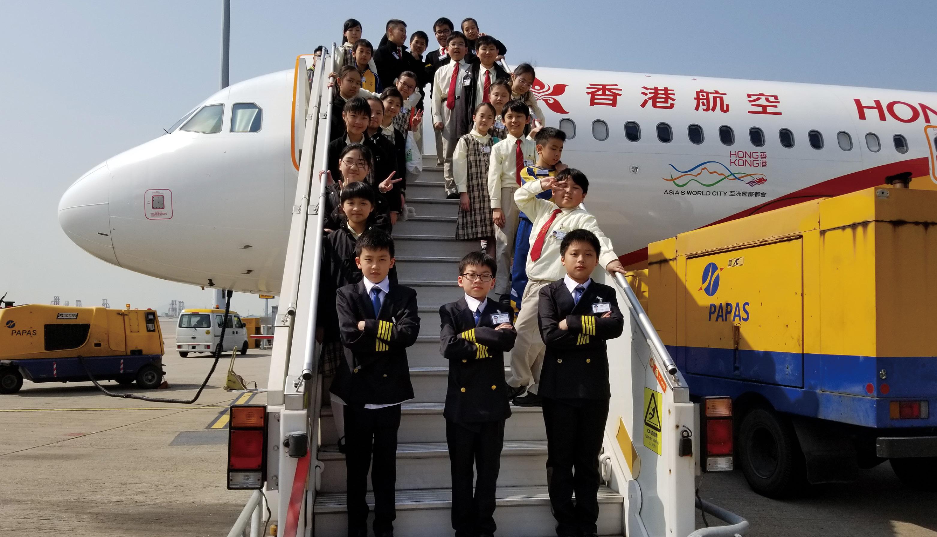 同學們參觀香港航空公司。