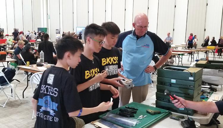 本校 3位中二學生在香港賽勝出,更獲得資助出席參與英國模型火箭車大賽,並取得世界亞軍佳績。
