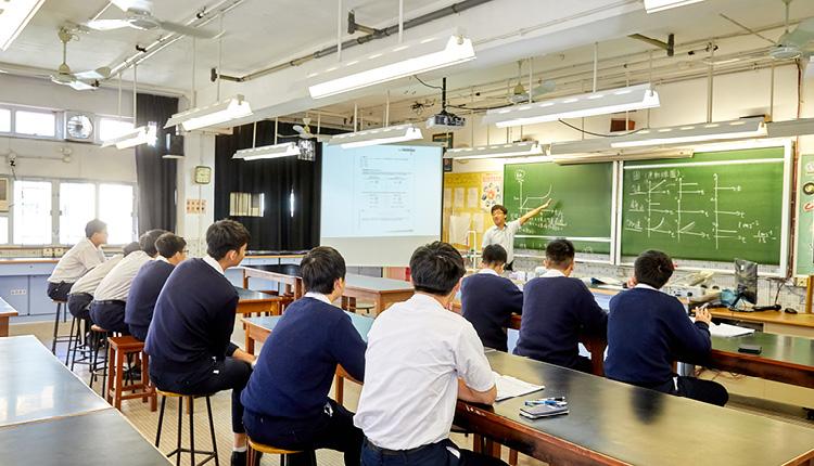 老師重點教授學生自主學習的方式,以改善他們的學習技巧。