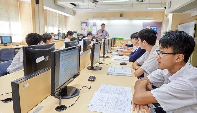 學校採用自主學習和電子教學等,用資訊科技的優勢來協助學生理解不同學科知識。
