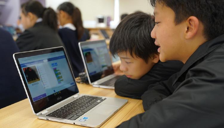 中一及中二級的學生採用階梯式學習,透過科技訓練,鞏固STEM 知識。