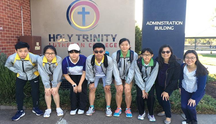 學校舉辦澳洲遊學團,同學於當地攝影留念。