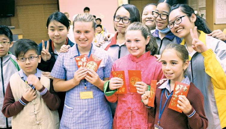 澳洲學生到該校體驗中華文化。