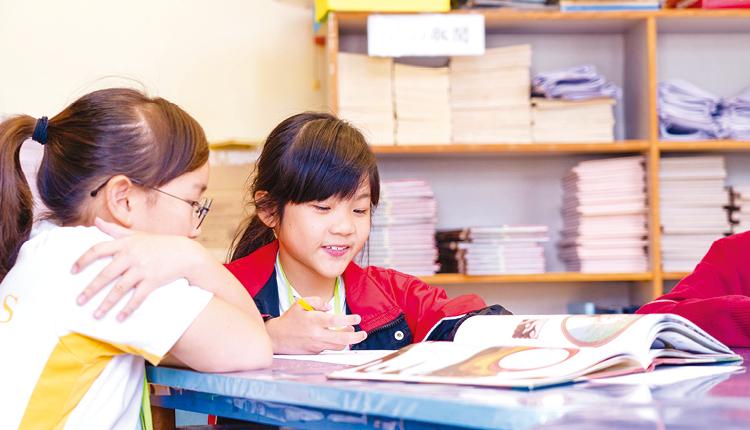 學校鼓勵學生閱讀不同種類的圖書,拓闊閱讀廣度。