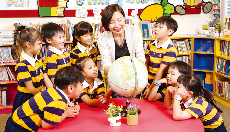 「六年小學生涯是人生關鍵的黃金期,一旦錯過就無法追回。而每個學生都是獨特、具有個人能力和價值,因此除了學術成績的表現,也要從多方面發揮學生的潛能。」港澳信義會小學 陳文燕校長