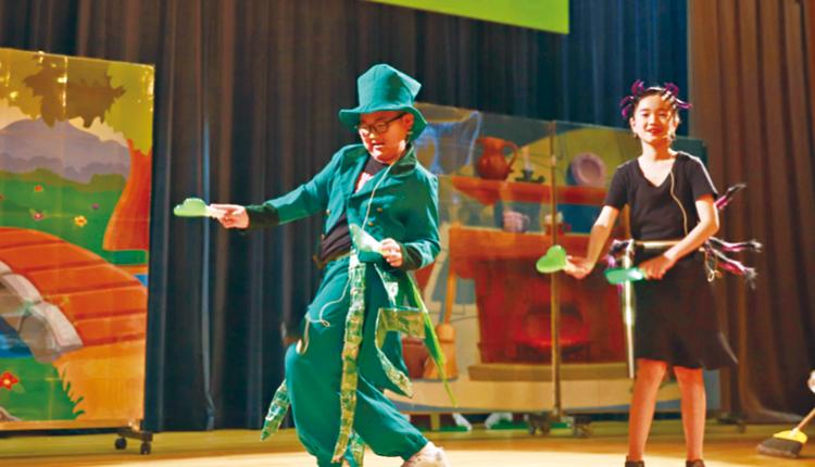 英語學習加入戲劇元素,學生除了投入演出,亦能加強學習動機。