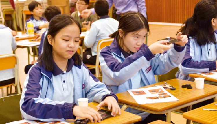 學生學習製作太陽能電子車,將 STEM 知識實踐在應用層面。