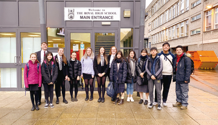 學校舉辦蘇格蘭交流團,在全英語的環境下,鼓勵學生與當地師生交流,提升使用英語的自信。