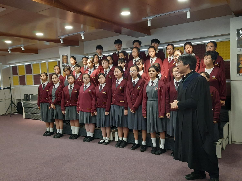 李求恩中學合唱團將在躍動科教音藝室排練,準備公開演出。