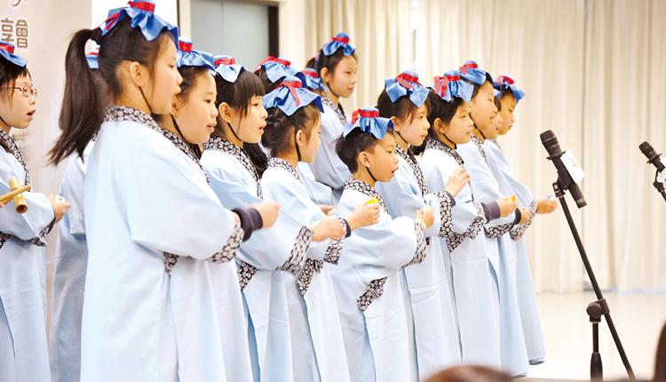 同學們熟讀經典,在全港老師工作坊公開表演。