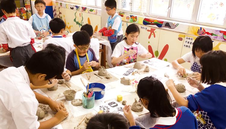 製作陶器講究創作者的手、眼、腦部協調,同時磨練個人耐性和意志力,有助個人身心成長。