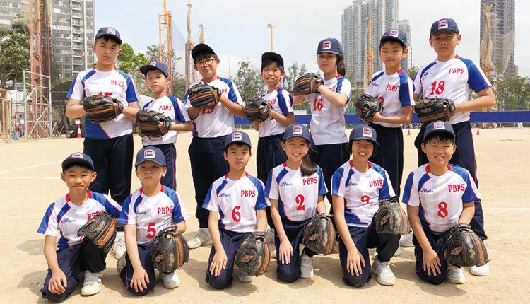 校內設有壘球校隊,由前港隊代表學校老師訓練,帶領學生出外比賽。