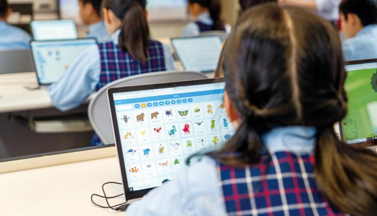 學生透過遊戲和電子測驗,學習大量英語單詞。