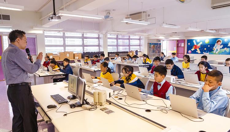 電子教學促進師生課堂上的互動,並有助學生掌握數學的抽象概念。