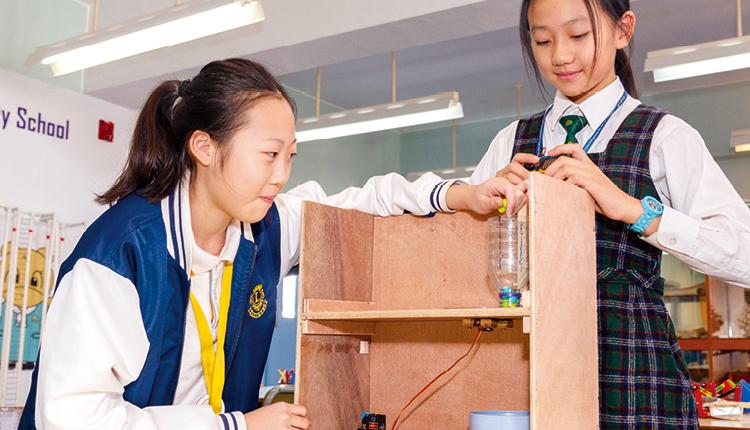 學校為不同年級安排各種 STEM 課題研習,協助學生實踐科學理論,訓練整合資訊的能力。