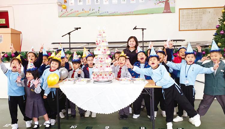 學校隔月舉辦生日會,每年更舉辦一次小一新生百日宴,凝聚學生的歸屬感。