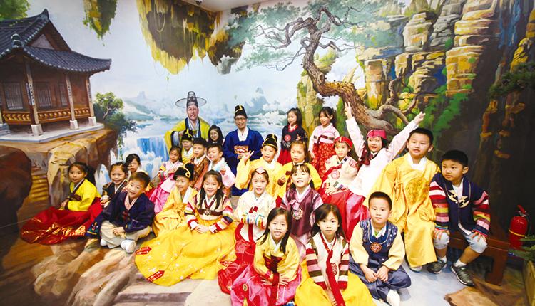 學校積極推動境外學習,曾到敦煌、韓國、澳洲等地,讓學生有不同的學習經驗。