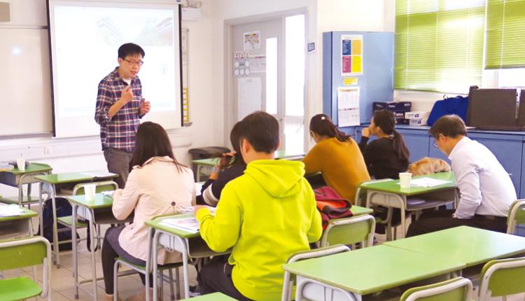 教師積極參與校本支援課程,提升教學效能,與時並進。