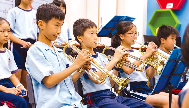 透過合奏,學生學會互相合作,發揮堅毅的團隊精神。