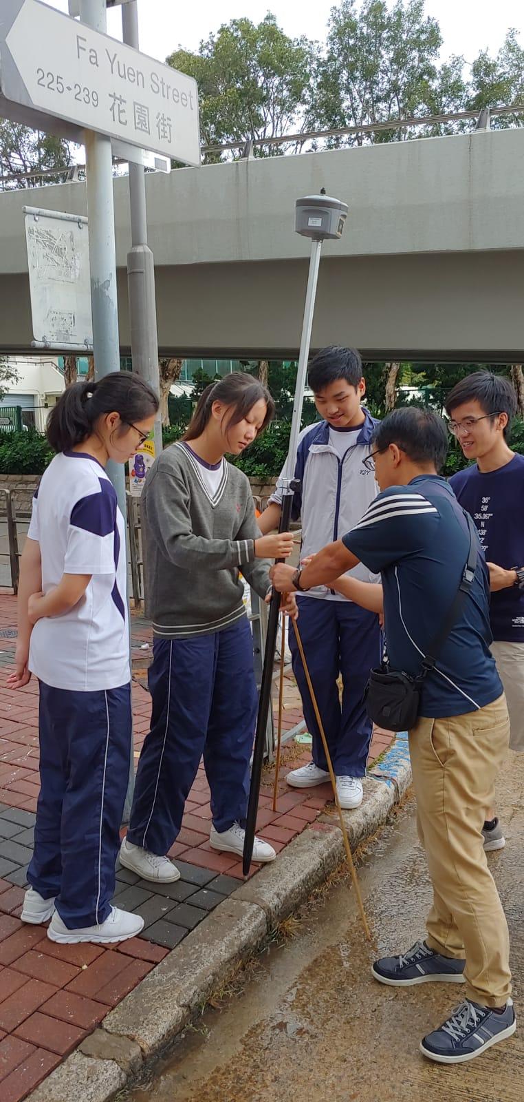 同學學以致用,在街頭上收集  數據製作模型