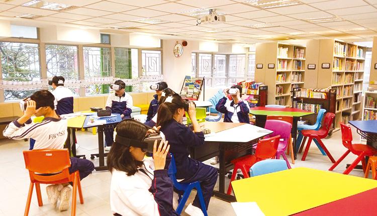 透過虛擬實境,學生可以第一身視點進行不同體驗學習活動。