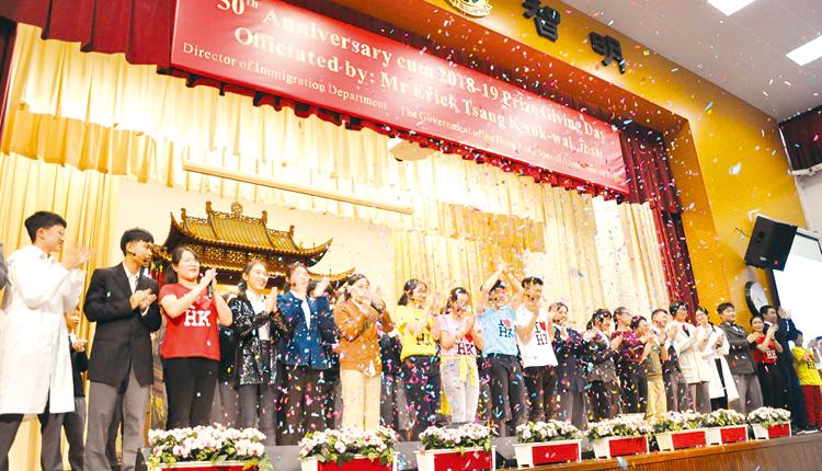 學生的精彩演出將全場氣氛推向高潮,獲得熱烈掌聲。