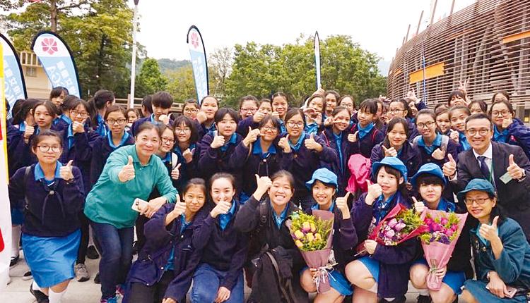 校內女童軍完成大匯操,訓練過程有助鍛鍊成員的團體合作精神。