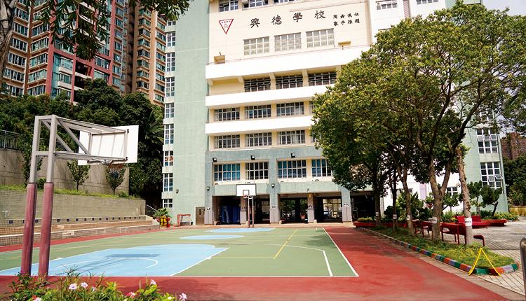 校園屬標準千禧校舍,環境幽美,能滿足學生多方面發展。