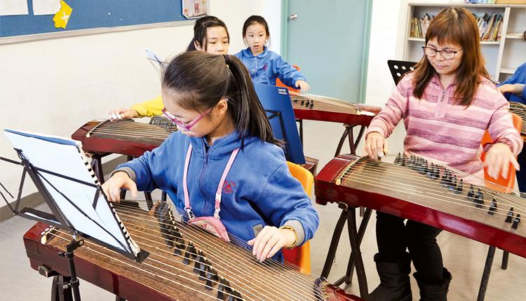 學校也開設各類音樂興趣班,動靜兼備,發展「一生一體藝」。