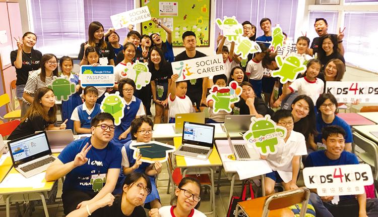 學生參加為期16 小時「編碼行空」課程,藉以培養創意和邏輯思維能力。