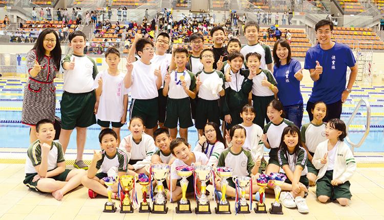 學校泳隊積極參與校外比賽,歷年戰績彪炳,獲獎無數。