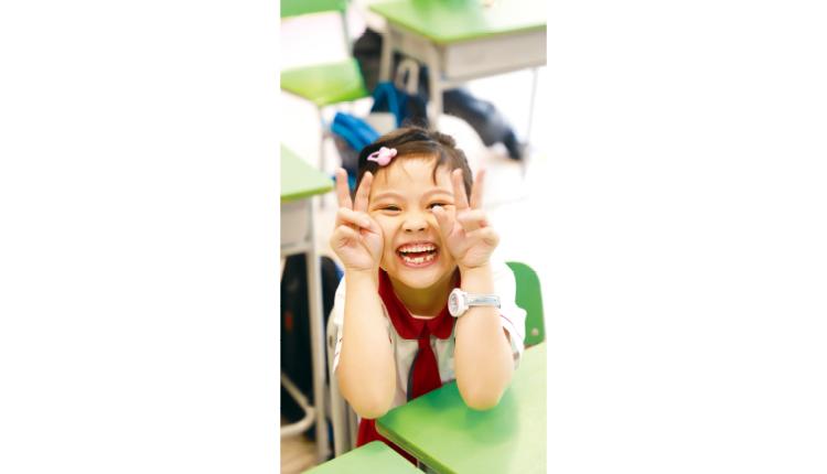 大笑有助抒展身心,發放正能量。