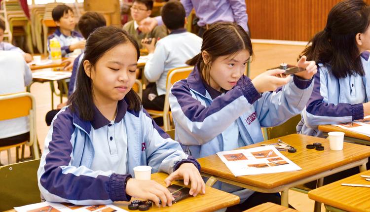 學生學習製作太陽能電子車,將STEM 知識實踐在應用層面。