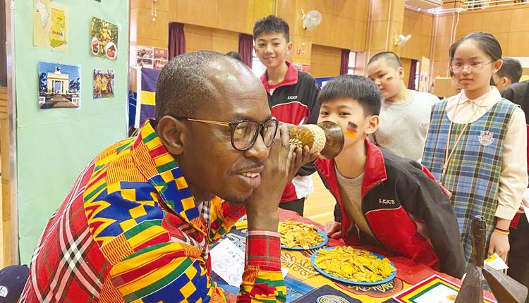 透過攤位遊戲,增加學生以英語與外籍人士溝通的機會。