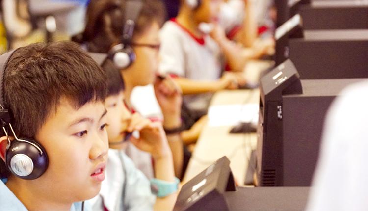 學校引入Reading Assistant 網上系統,提升學生的英文朗讀水平。