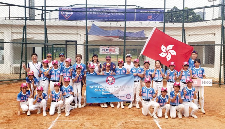 學校設有女子壘球隊,讓學生接觸不同的課外知識和技能,發展個人興趣。