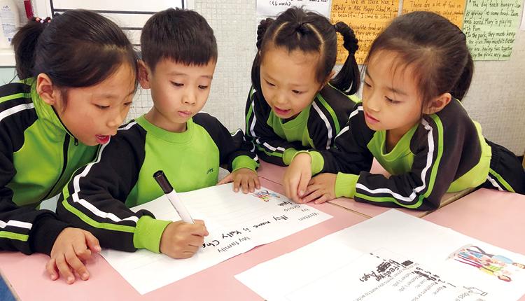 學生由仿作到創作,逐步掌握英語寫作的技巧。
