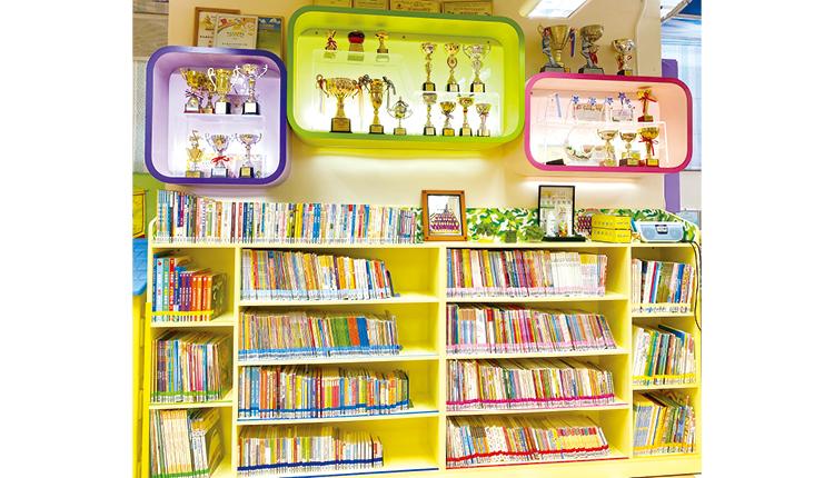 學校內有大量圖書,加上推行閱讀獎勵計劃,鼓勵學生閱讀,訓練語文能力,更啟發自主學習。
