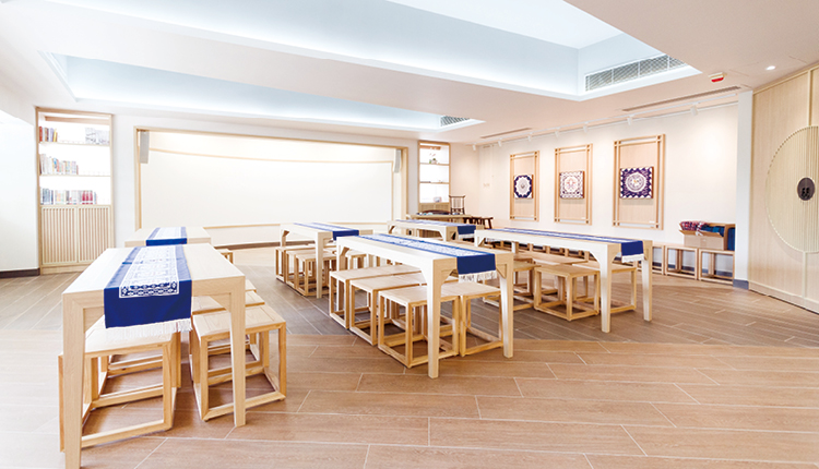 學校於去年開展推動中華文化的計劃,並增 建「中華文化館」以作配合。
