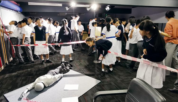 在不同位置放置證物和線索,讓學生一嘗當上福爾摩斯查案的滋味。