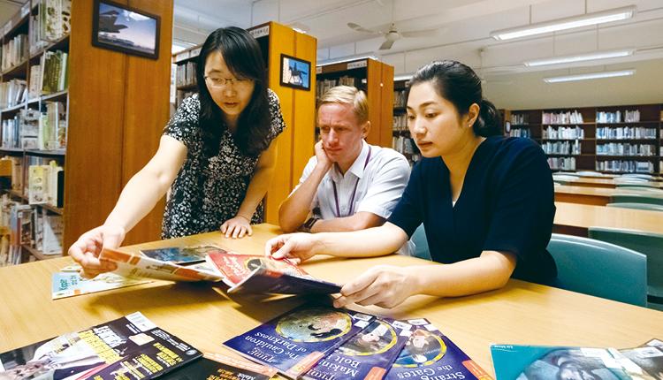 除原有的教科書外,仁濟二中還設計了英語校本的Student Logbook。